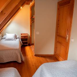 room with rustic decoration Apartment Dusina in Garós Aran Valley