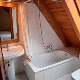 salle de bain complète avec baignoire Appartement Dusina à Garós