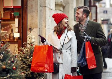 couple shopping at Christmas