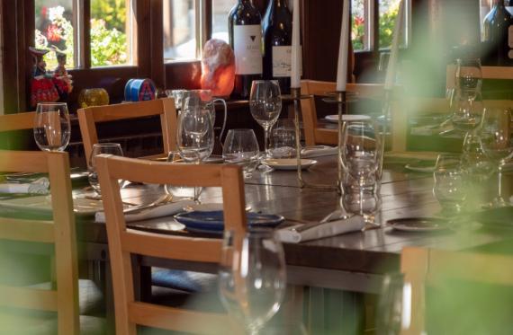mesas restaurante Es Arraïtzes Garós  cocina proximidad y fusión