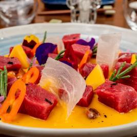 ceviche de atún restaurante Es Arraïtzes cocina proximidad y peruana fusión